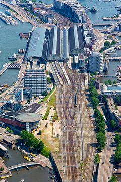 Spuren Amsterdam Central Station aus der Luft gesehen