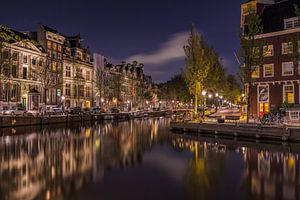 De Amsterdamse gracht in de avond van