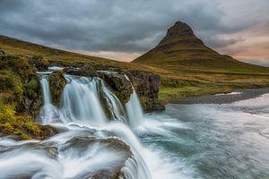 Landschap Watervallen Kirkjufell IJsland van
