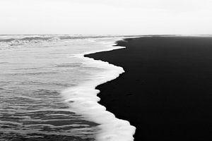 vloedlijn in zwart-wit van
