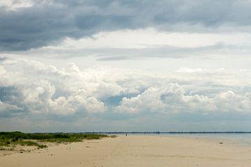 duinen met wolken op een waddeneiland van Karijn | Fine art Natuur en Reis Fotografie