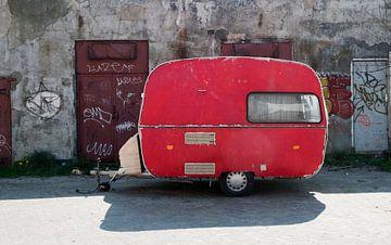 Rode caravan van Carla Broekhuizen
