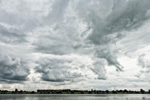 Wolken boven de Lek van