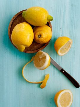 Lemons on Blue van Rose Mentink