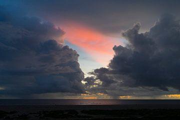 wolkenfront op fanø van Julian König