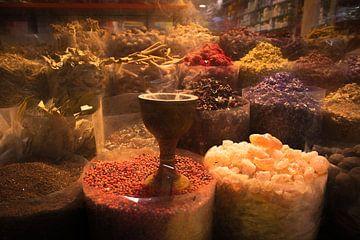 Specerijenmarkt Dubai van Rene van Heerdt