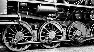 Detail der Räder alter Dampflokomotiven in Schwarz-Weiß von Sjoerd van der Wal