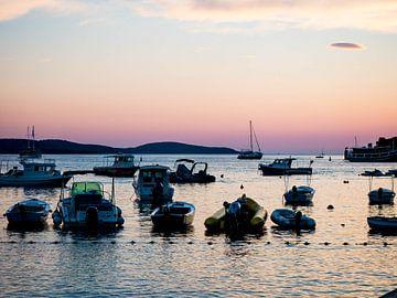 Coucher de soleil sur la côte de Croatie sur Déwy de Wit