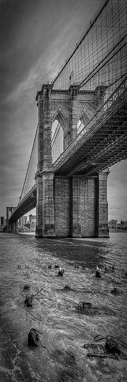 NEW YORK CITY Brooklyn Bridge | Panorama verticale van Melanie Viola