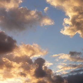 Wolkenlucht van Lotte Veldt