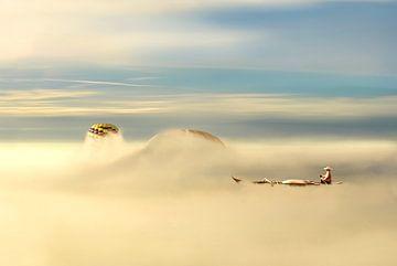 Roeien door wolken van Jan Brons