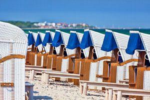 Strandkörbe in Reih und Glied