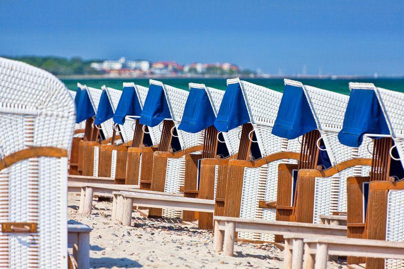 Strandkörbe in Reih und Glied von PhotoArt Thomas Klee