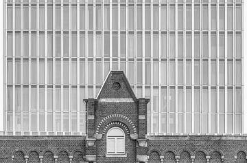 Het contrast van oud tegen nieuw in Rotterdam van