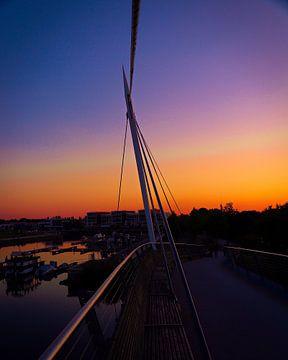 Zonsondergang op de brug van Chantal