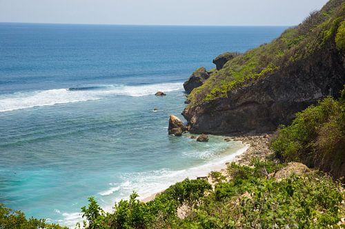 De kustlijn van het Indonesische eiland Bali.