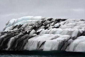 Eischolle in Form von Stufen beim Eismeer Jokulsarlon, Island von