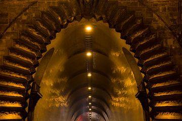 Adam Clark tunnel Boedapest Hongarije von Willem Vernes