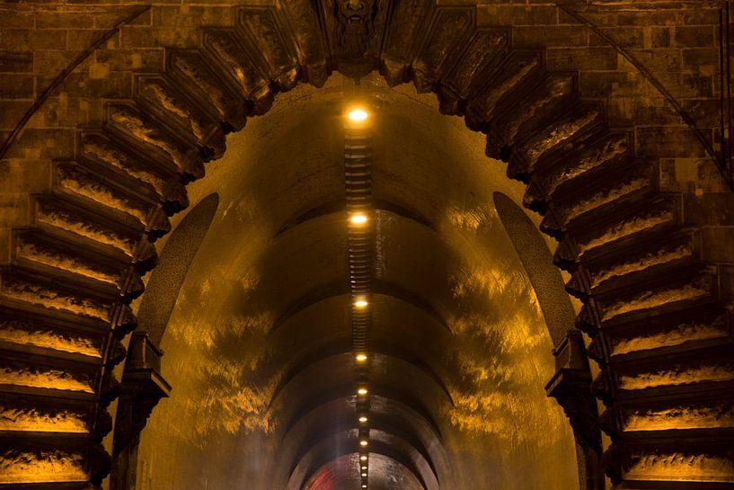 Adam Clark tunnel Boedapest Hongarije van Willem Vernes