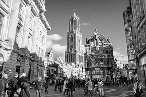 Utrecht, Dom of Domtoren vanaf de Stadhuisbrug in zwart-wit