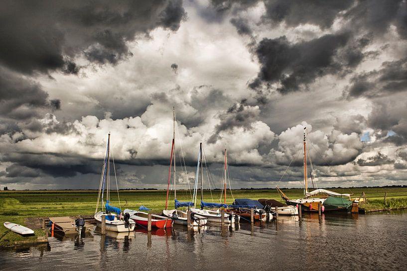 Segelboote in bedrohlicher Luft bei Woudsend von Frans Lemmens