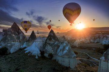 Zonsopkomst in Cappadocië van Roy Poots