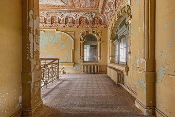 Treppenhaus einer verlassenen Villa von John Noppen