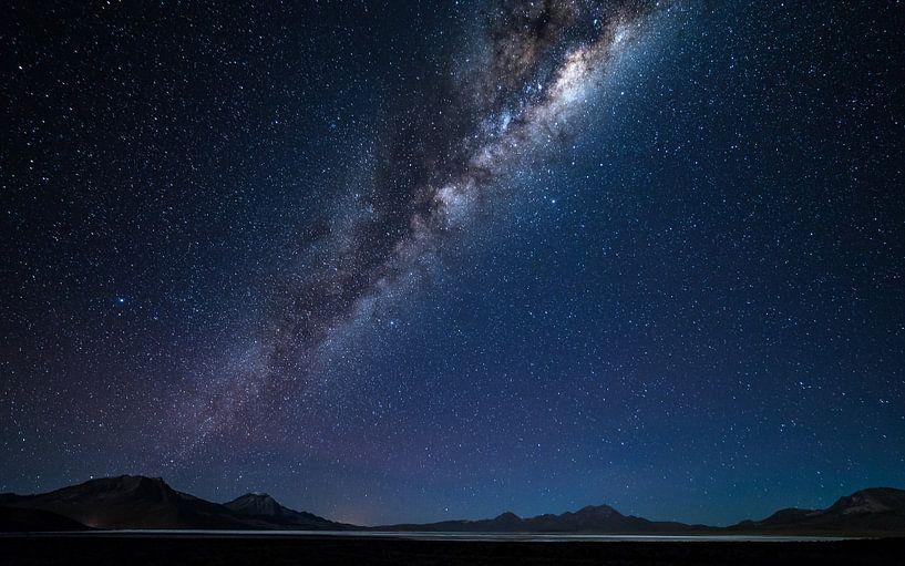 Melkweg over Salar de Surire (2) van Lennart Verheuvel