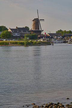 Stadshaven van Wijk bij Duurstede met de molen van