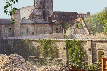 Abriss des Speicher gebäudes des Komplexes Böllberger Mühle in Halle hle complex in Halle von Babetts Bildergalerie