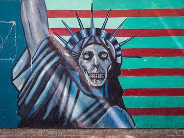 Wandgemälde der Freiheitsstatue in Teheran, Iran von Teun Janssen