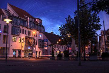 Nachtlandschap van de stad Laupheim van