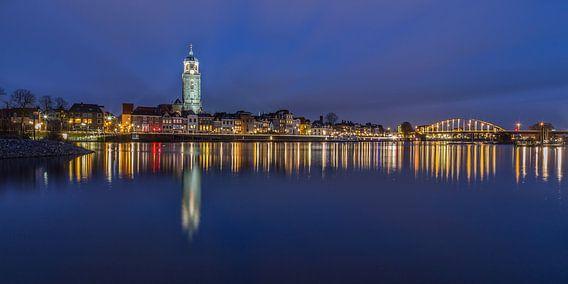 Deventer Skyline met Lebuïnuskerk in het blauwe uurtje - 2