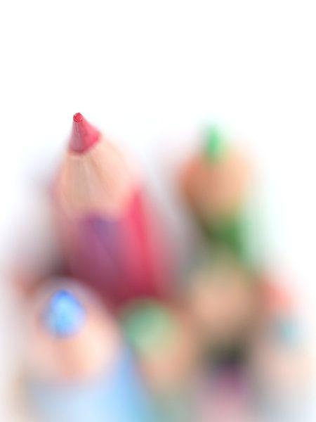 Point.... (rood, macro, kind) van Bob Daalder