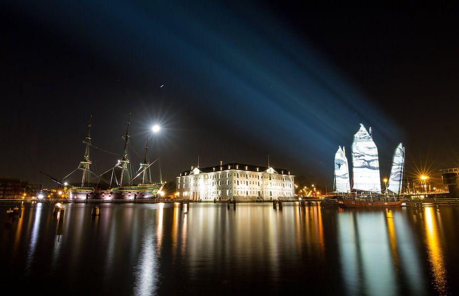 Scheepsvaartmuseum in de nacht