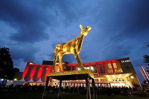Gouden Kalf bij de Stadsschouwburg Utrecht op de avond van de uitreiking van de Gouden Kalveren