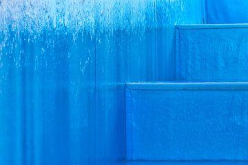 Blauwe watertrap van Rick van der Poorten