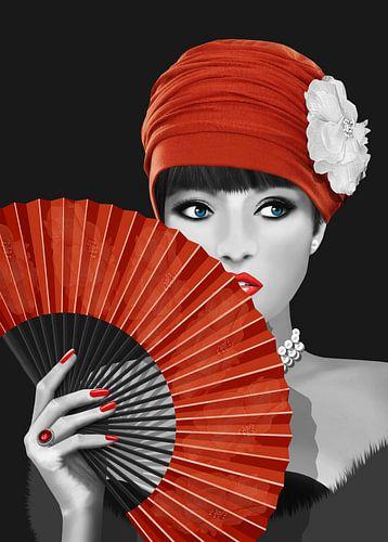 Woman with paper fan sur