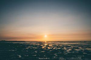 zonsondergang waddengebied nederland van Paul Jespers