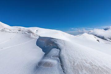 Alpinisten op de bergkam bij de Aguille de Midi in de franse alpen bij Chamonix. Wout Kok One2expose sur Wout Kok