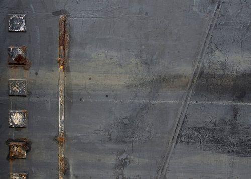 Abstracte vlakverdeling van een donkergrijze scheepsromp van