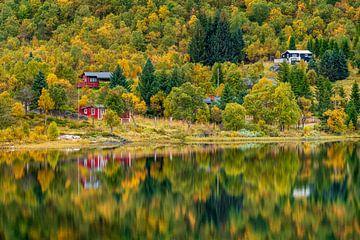 Häuser am Herbstsee