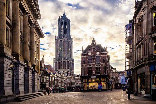 De Dom en Vismarkt gezien vanaf de Stadhuisbrug in Utrecht van