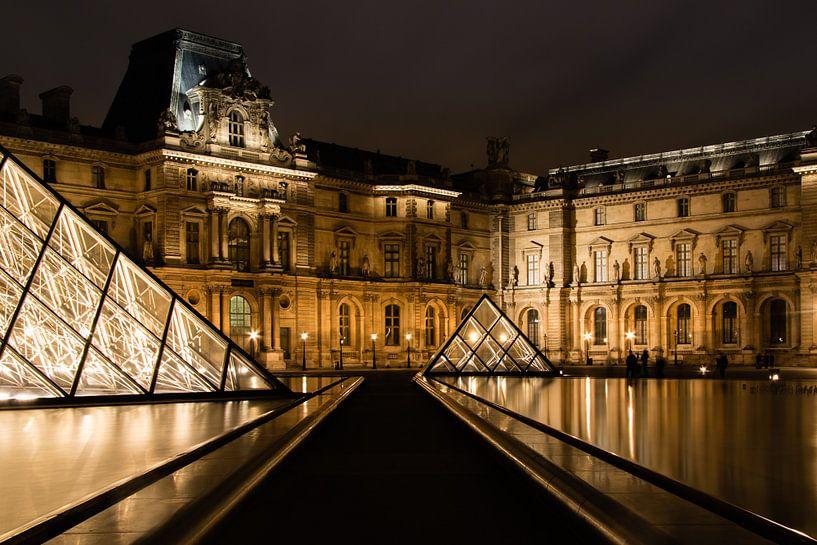 Het Louvre in de avond II van Christien Gutter
