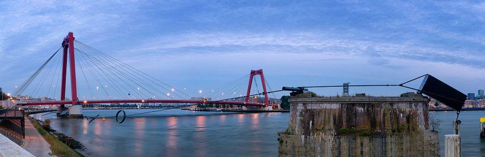 Looking for the moon. Bridge in Rotterdam. van Lorena Cirstea