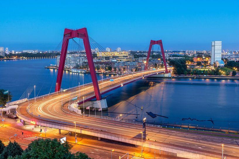 Willemsbrug in de avond van Prachtig Rotterdam