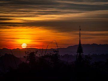 Burmesischer Sonnenuntergang von Rik Pijnenburg