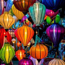 Brandende lantaarns in Hội An, Vietnam van Rietje Bulthuis