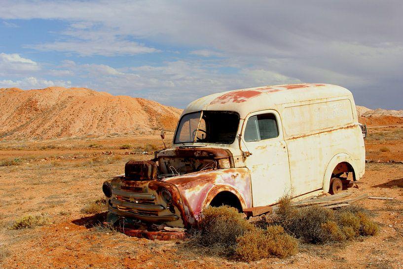 Motorpech in Outback van Inge Hogenbijl