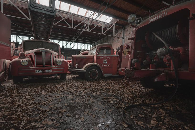 Brandweerwagens in verval van Perry Wiertz